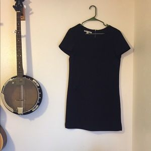 Simple Black Dress with Pockets!
